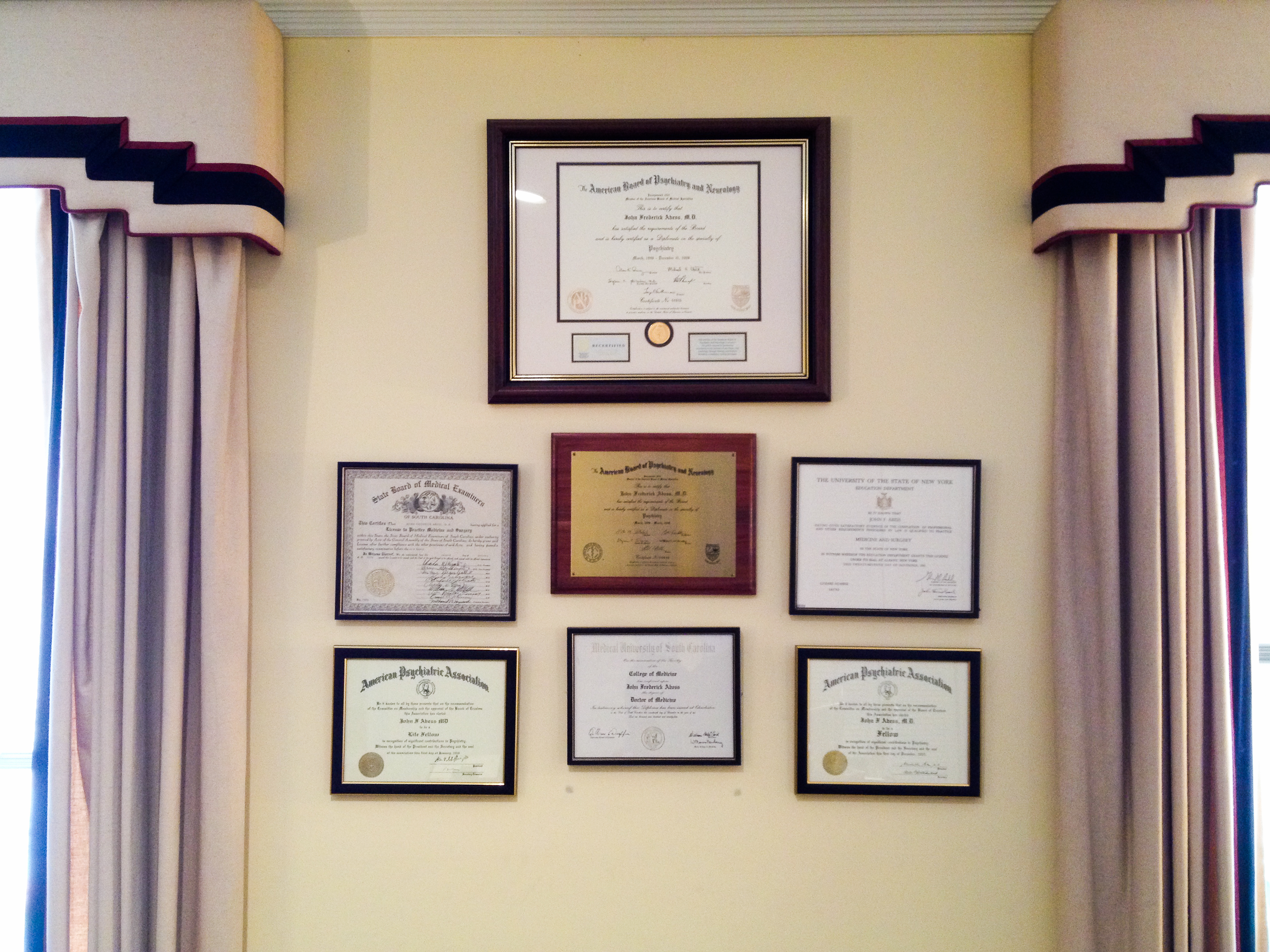 Charleston Psychiatrist Dr Abess amp his Wife team up to  : DIPLOMA WALL Desk Chairs for <strong>Posture</strong> from www.3po.com size 3234 x 2425 jpeg 5452kB